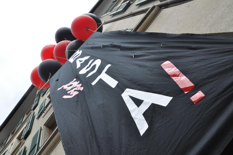 Banderole Basta devant le DFJC - 1er mai 2014 - Lausanne